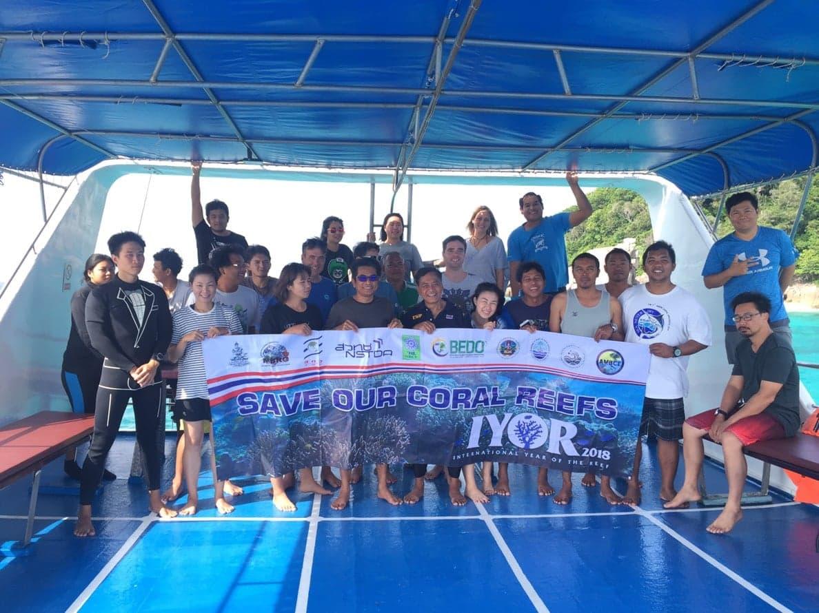 Group photo on Peter Pan Similan Liveaboard