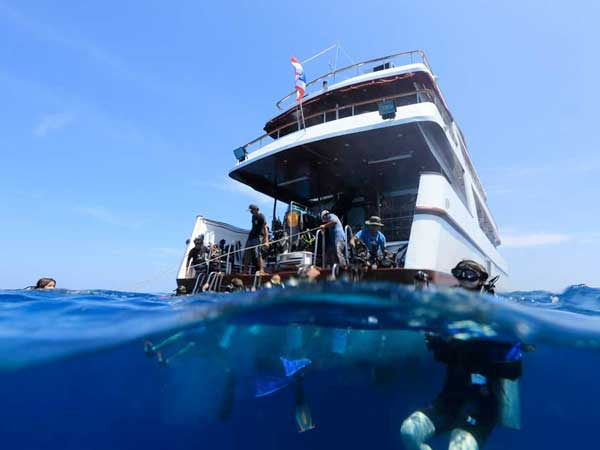 MV Hallelujah Similan Liveaboard Dive deck