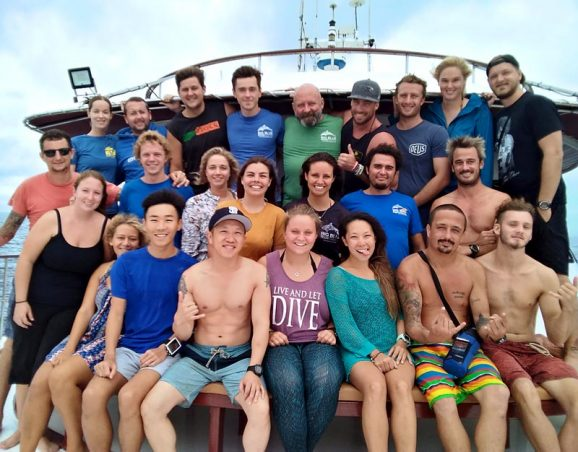Hallelujah Similan Liveaboard group photo big blue diving khao lak