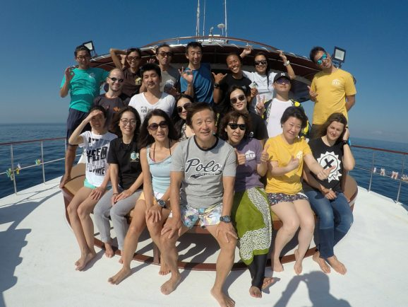 Hallelujah Similan liveaboard group photo
